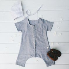 The Duke Jumpsuit is the perfect unisex jumpsuit. Inspired by vintage coveralls, this modern take is our go to summer outfit. Short sleeves, and cropped legs make for an airy and comfortable garment. Snaps all the way down center front make diaper changing a breeze. Composition:Yarn Dyed Linen*All items are made to order and will ship within 3-4 weeks of placing order