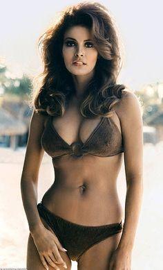 Raquel Welch Birthday Beauty Photobomb. | Demon's Resume