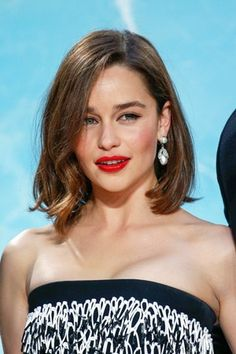 The 40 best celebrity lob haircut ideas to try: Emilia Clarke Best Bob Haircuts, Long Bob Hairstyles, Woman Hairstyles, Hairstyles 2016, Popular Haircuts, Celebrity Hairstyles, Emilia Clarke, Lob Haircut 2018, Celebrity Bobs