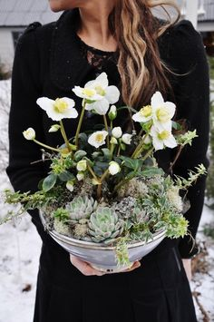 Image Via: That Kind of Woman charming flowers and succulents floral arrangement Christmas Flowers, Winter Flowers, Elegant Christmas, Christmas Photos, Spring Flowers, Diy Christmas, Arrangements Ikebana, Floral Arrangements, Flower Arrangement