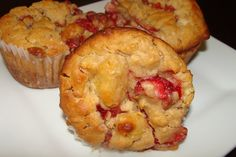 Muffins au Yogourt, Fraises et Ananas Muffin Recipes, Biscuits, Deserts, Brunch, Food And Drink, Sweets, Bread, Snacks, Baking