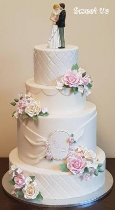 Wedding cake by Gabriela Doroghy - http://cakesdecor.com/cakes/293144-wedding-cake
