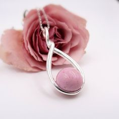 Real flowers Dainty pressed rose petal with pearl bead Necklace  Heart Pearl