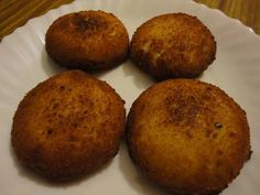 Huevos con bechamel Bechamel, Tapas, Canapes, Muffin, Breakfast, Tortillas, Food, Albondigas, Bread Crumbs