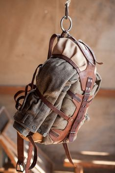 outdoor equipment, horse and rider`s equipment, gear for photographers. Natural leather and canvas. Diy Leather Craft Tools, Leather Projects, Custom Leather, Leather Men, Knife Patterns, Backpack Pattern, Le Far West, Designer Backpacks, Canvas Backpack