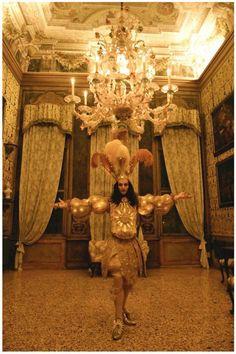 #TElombre - telombre.com actor, performer, singer, model, long hair, french, alternative, androgyn, paris, photography, shooting, king sun, roi soleil, louis xiv, venise, palazzo, palace, palais, king, roi, louis, ballet de la nuit, opera, room, danse, or, gold, ballet, menuet, xviii, baroque, rococo, decor, shooting, historique, costume