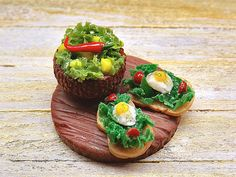♡ ♡  food dollhouse:  croutons with quail eggs