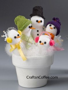 DIY- A Handful of Snowmen~ Make this with a glove. Precious. Just stuff and decorate a white glove then stick in a clay pot, mug or teacup. Put pulled cotton all around for snow.