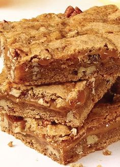 This quick and easy dessert recipe is filled with delicious chopped pecans and is the perfect ending to dinner! The whole family is sure to love these Cinnamon Caramel Swirl Bars.