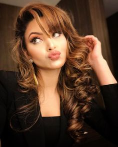 Urvashi Rautela pout selfie, Urvashi Rautela shared her latest sexy hot pout selfie on her social media account which is of course grabbing a lot of attention Bollywood Actress Hot Photos, Actress Pics, Bollywood Fashion, Indian Celebrities, Bollywood Celebrities, Bride Hairstyles, Easy Hairstyles, Bollywood Hairstyles, Golden Brown Hair
