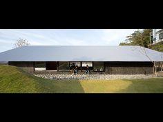 大屋根の棲家| 松山建築設計室 | 医院・クリニック・病院の設計、産科婦人科の設計、住宅の設計 Studios Architecture, Roof Architecture, Japanese Architecture, Concept Architecture, Contemporary Architecture, Facade Design, House Design, Farm Village, Hawaiian Homes