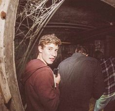 His face tho omg <<<< this is me at any haunted house....
