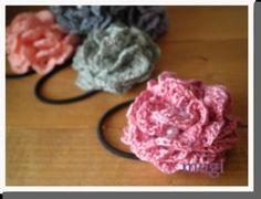 お花みたいな☆フリルたっぷりのヘアゴム♪の作り方 手順|10|編み物|編み物・手芸・ソーイング|ハンドメイド、手作り作品の作り方ならアトリエ Ribbon Hair, Crochet Accessories, Crochet Flowers, Headbands, Crochet Necklace, Knitting, Handmade, Bracelet, Flower Hair Accessories