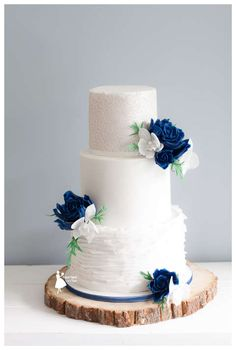 Taartjes-van-An-taart-nunspeet-bruidstaart-epe-bruidstaart-nunspeet-bruidstaart-hattem-bruidstaart-harderwijk-bruidstaart-kampen-bruidstaart-elburg-bruidstaart hierden weddingcake blue roses