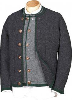 Wunderschöne traditionelle Strickjacke überzeugt mit trachtigen Details. Eine gestrickte graue Jacke, ein unverzichtbares trachtiges Basic für die Herren, toll kombinierbar zur kurzen Lederhose, aber auch zu langen und Kniebundlederhosen [Unser Preis: 139,00€]