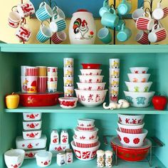 I don't have a vintage glassware problem. I have a vintage glassware obsession. Vintage Dinnerware, Vintage Kitchenware, Vintage Kitchen Decor, Vintage Dishes, Vintage Pyrex, Vintage Glassware, Vintage Decor, Pyrex Display, Kitchen Queen