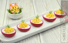 Oua umplute colorate natural | Adygio Kitchen #adygio Bucky, Starters, Plastic Cutting Board, Ethnic Recipes, Kitchen, Food, Youtube, Sweet 16 Makeup, Sweet Makeup