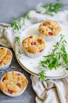 Einfache Rhabarber-Muffins mit Buttermilch und Streuseln | Alles und Anderes