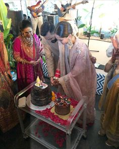Sonam Kapoor Wedding Pictures - The moment everybody was waiting for is finally here! Sonam Kapoor is wedding her long time beau Anand Ahuja after keeping her relationship with him quite private for a long time. Bollywood Couples, Bollywood Wedding, Bollywood Stars, Bollywood Fashion, Wedding Album, Wedding Shoot, Wedding Pictures, Wedding Cake, Wedding Logos