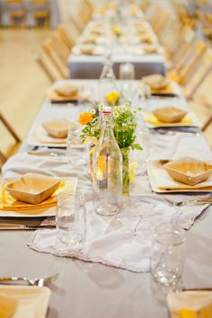 White linen, wood, glass and a touch of yellow - love this for summer entertaining