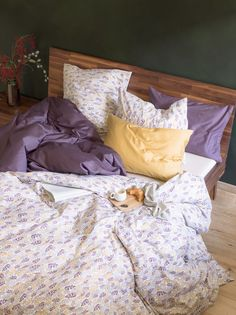 Micasa Schlafzimmer mit Satin-Bettwäsche PENELOPE & PASCALE Dream Bedroom, House Rooms, Dorm Room, Bedding Sets, Duvet, Room Ideas, House Ideas, Houses, Decorating