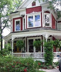 I love old fashioned porches! This is the railing I need on the front.