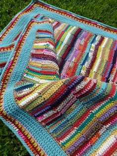 love this scrap-yarn quilt! other than all the ends to work in, it is entirely awesome!