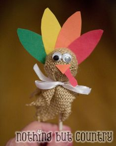 Suckers turned into Thanksgiving turkey. (The little Grands helped make one to place by each plate at Thanksgiving. Friends Thanksgiving, Thanksgiving Preschool, Thanksgiving Parties, Thanksgiving Decorations, Thanksgiving Turkey, Thanksgiving Favors, November Thanksgiving, Thanksgiving Prayer, Thanksgiving Outfit