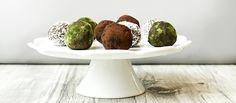 Raw guličky bez lepku či pridaného cukru. #recept #raw #dezert #datle #orechy #zdravo  http://varme.dennikn.sk/recipe/raw-gulicky/