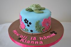 Kiannas Luau - A small Hawaiian themed birthday cake, based on the Royal Bakerys Hawaiian baby shower cake and using her wonderful bamboo tutorial!