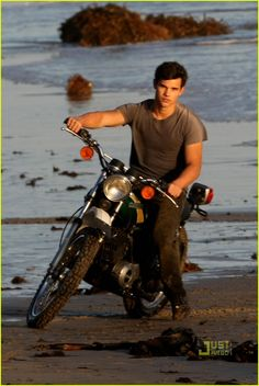 taylor lautner rolling stone photo shoot 05