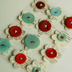set of 12 button flowers in unique colour combos made of buttons and vintage dictionary paper for scrapbooking, papercrafting projects. Diy Buttons, Vintage Buttons, Button Art, Button Crafts, Button Flowers, Paper Flowers, Arts And Crafts, Paper Crafts, Diy Crafts