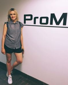 Taylor Schilling Laura Prepon, Baby Taylor, Orange Is The New Black, Overall Shorts, Sporty, Pipes, Hot, Fashion, Moda