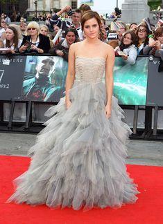 Pin for Later: Ein Tribut an Oscar de la Renta und seine schönsten Kleider auf dem roten Teppich Emma Watson Dieses Tüll-Kleid ist wohl einer der bekanntesten Looks, den die Darstellerin aus Harry Potter je trug. Überrascht?!