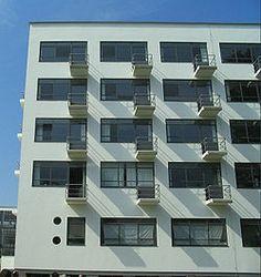 Walter Gropius's Bauhaus, Dessau