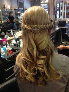 Updo by @vanessa Placeres