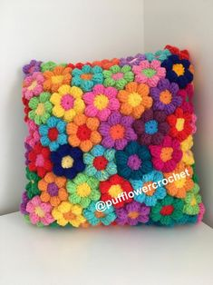 Crochet flower cushion pillow cuscini kussen wool hand made flowers hippie boho colourful rainbow floral unique gift Colour and style inspiration- A rainbow crochet flower cushion which is hand made with lots of colour confidence. A stunning crochet cushi Crochet Puff Flower, Bag Crochet, Crochet Flower Patterns, Crochet Home, Crochet Crafts, Crochet Flowers, Fabric Crafts, Crochet Projects, Knitting Patterns