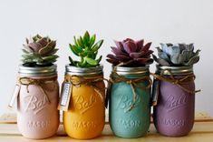 DIY : Pots, vase, plantes succulentes, coloris pastel // Pretty Pastel Succulents in Painted Mason Jars with Twine Green Mason Jars, Gold Mason Jars, Painted Mason Jars, Mason Jar Crafts, Mason Jar Diy, Mason Jar Succulents, Mason Jar Planter, Succulent Planters, Deco Nature