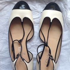 Chanel collection Cruise Good condition white color And black. Europe size 40.5 CHANEL Shoes