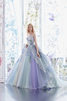 This ombre pastel gown from Hardy Amies London featuring floral embroideries is sure to fulfill your princess dream! Most Beautiful Dresses, Beautiful Prom Dresses, Elegant Dresses, Pretty Dresses, Formal Dresses, Ball Dresses, Ball Gowns, Evening Dresses, Hardy Amies