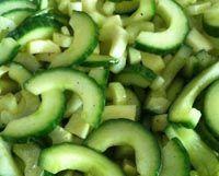 Frisse zomersalade met selderij, komkommer en appel