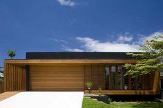 Level Street - Narabeen - Design  by Choi Ropiha Fighera - Timber Garage door and entrance
