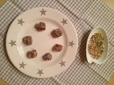 Blog - Πανεύκολα σοκολατάκια με μέλι Pudding, Plates, Tableware, Mini, Desserts, Blog, Licence Plates, Tailgate Desserts, Dishes