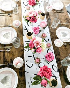 Lovely Valentine Table Decor Ideas - Half a month prior I went to a close dinner. Lovely Valentine Table Decor Ideas – Half a month prior I went to a close dinner gathering and fi Valentines Day Food, Valentine Love, Valentine Theme, Valentines Day Shirts, Valentines Day Decorations, Valentine Day Table Decorations, Valentines Day Tablescapes, Valentines Day Weddings, Valentinstag Party