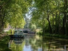 Faire le Canal du Midi à vélo - Itinéraire de 6 jours de Toulouse à Sète et informations pratiques. Tout ce qu'il vous faut pour préparer votre randonnée! Le Canal Du Midi, Surf, Ville France, Canal Boat, Narrowboat, Belle Villa, Bordeaux, Road Trip, Toulouse