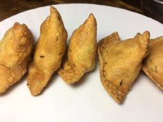 Best Flaky Aalo samosa Recipe 100% Guaranteed آلو کے سموسے - YouTube Samosa Recipe, Pakora Recipes, Samosas, Caraway Seeds, Chilli Flakes, Red Chilli, Fruit, Youtube, Food