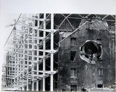 Gordon Matta-Clark  'Conical Intersect 4' [Documentació de l'acció 'Conical Intersect' realitzada el 1975 a París, França], 1977