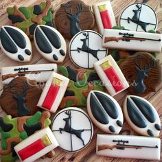 Deer Hunting Set (and yes I know a shell does not go in a rifle, but I wanted to make them both anyways 😜) Fish Cookies, Man Cookies, Iced Cookies, Cute Cookies, Royal Icing Cookies, Cookies Et Biscuits, Cupcake Cookies, Sugar Cookies, Crazy Cookies