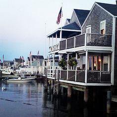 looks like a place i'd love to call home Coastal Homes, Coastal Living, Coastal Cottage, Future House, My House, Lakeside Living, New England Style, Beach Cottages, Beach Houses