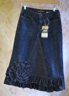 """LONG DENIM SKIRT from old jeans cute- ruffle flower idea - possibly a ruffled material inserted into the """"v"""" area Jeans Recycling, Recycle Jeans, Reuse Recycle, Diy Jeans, Sewing Clothes, Diy Clothes, Jeans Trend, Mode Jeans, Denim Ideas"""